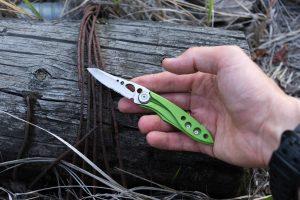 lightweight folding knife